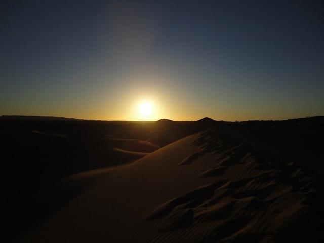 O nascer do sol no Saara.